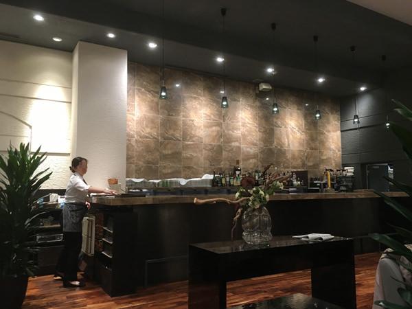 ラウンジ「カフェ&バー バロン」の店内の雰囲気