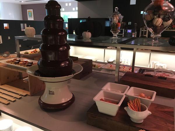 銀座東武ホテルフィオーレスイーツビュッフェのチョコレートファウンテン