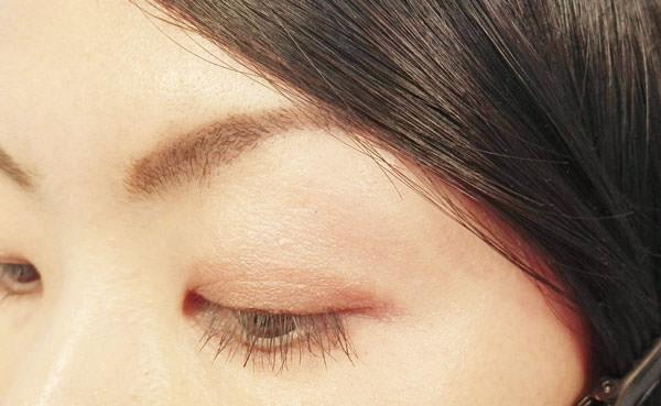 028chip-on-eyebrow