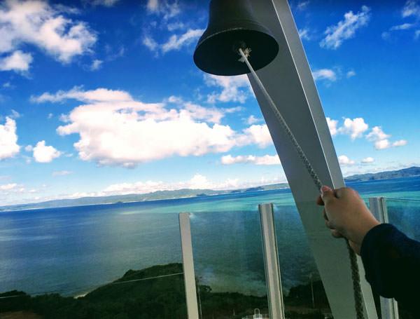 古宇利島のオーシャンタワーの幸せの鐘