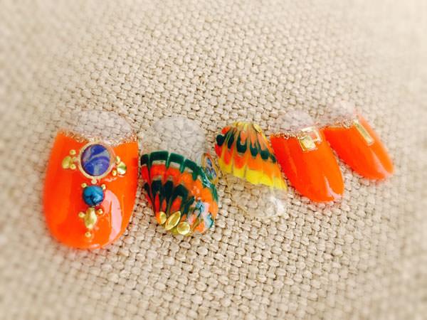 オレンジで鮮やかピーコックネイル