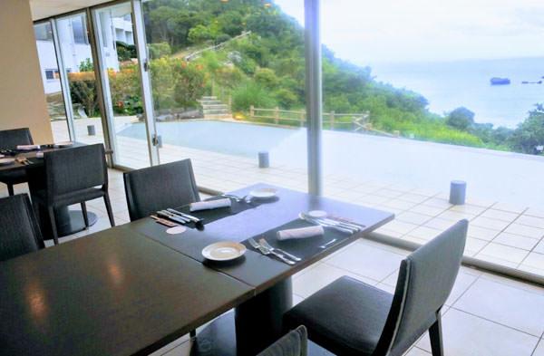 ホテル浜比嘉島リゾートのレストラン「浜比庭(HAPINA)」