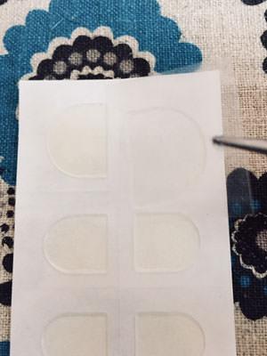 粘着グミを使用したネイルチップの付け方