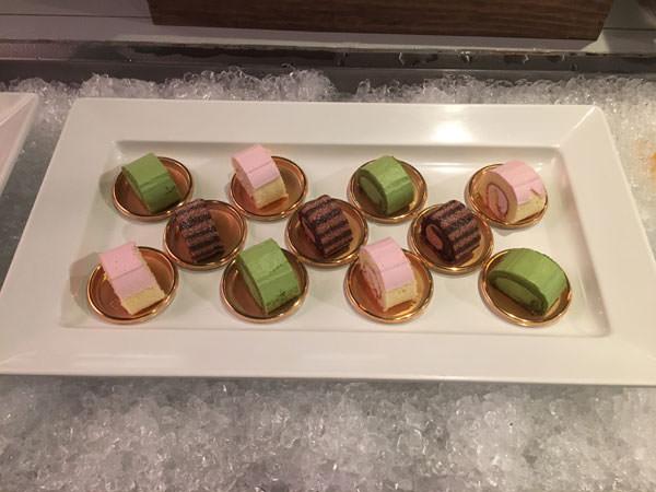 フィオーレスイーツビュッフェの抹茶のロールケーキ