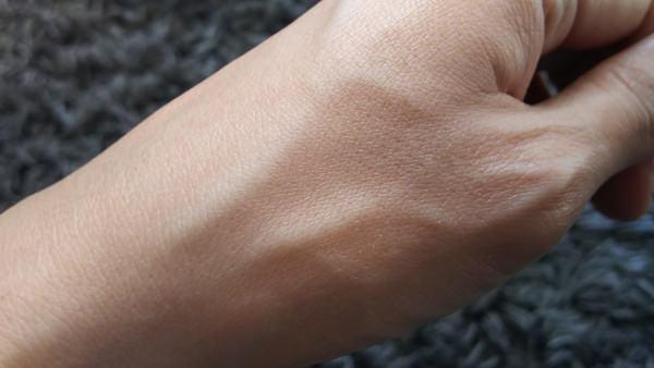 ロクシタン ローズ ベルベットボディミルク つける前の手
