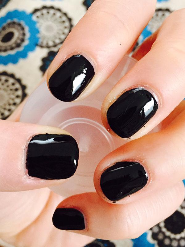 黒ネイルをキレイに単色塗りするやり方