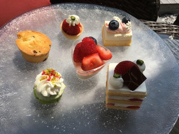 東京プリンスホテル「カフェ&バー タワービューテラス」アフタヌーンティー スイーツ&スコーンのプレート