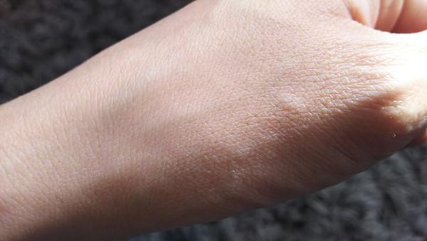 トリニティラインジェルクリームプレミアム 塗る前の手