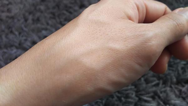 トリニティラインジェルクリームプレミアム 塗った後の手