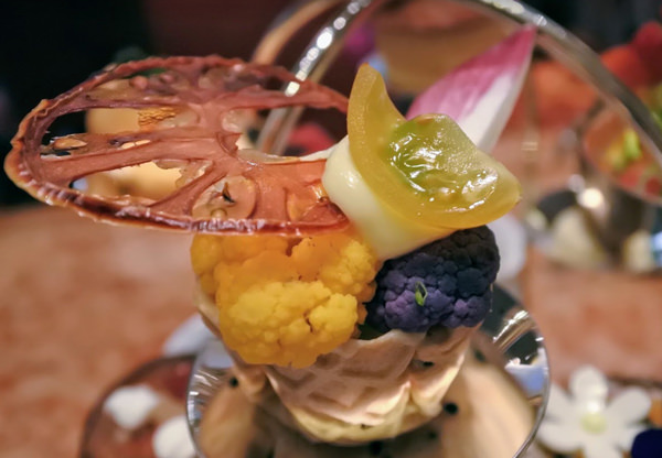 ザ・ペニンシュラ東京 「ザ・ロビー」アフタヌーンティー 野菜とオレンジマヨネーズのバスケット
