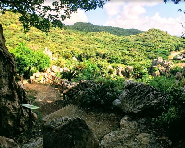 大石林山「アシムイの山」
