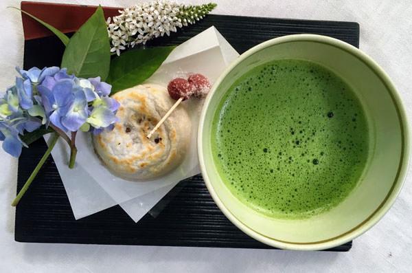 梅ヶ枝餅+お茶のセット