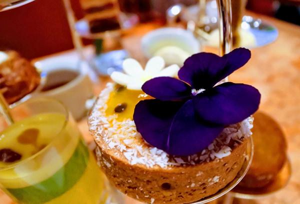 ザ・ペニンシュラ東京 「ザ・ロビー」アフタヌーンティー ジヴァラチョコレートとパッションフルーツのタルトレット