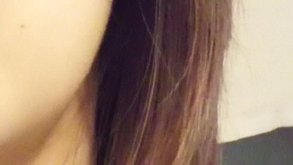 アロエベラジェルをつける前の乾いた髪の毛