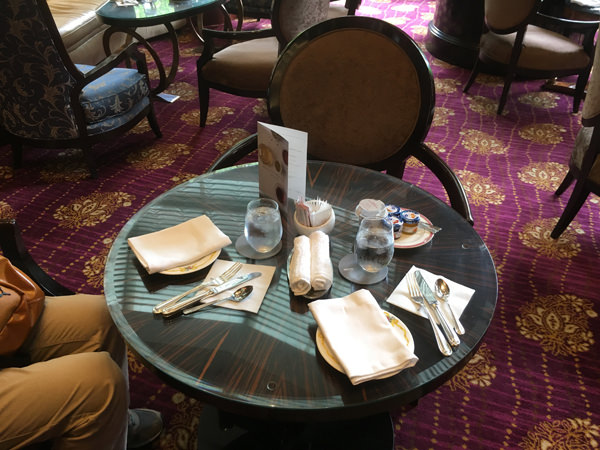 ウェスティンホテル東京「ザ・ラウンジ」テーブル