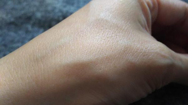 ジルスチュアート リラックス ボディミルク つけた後の手