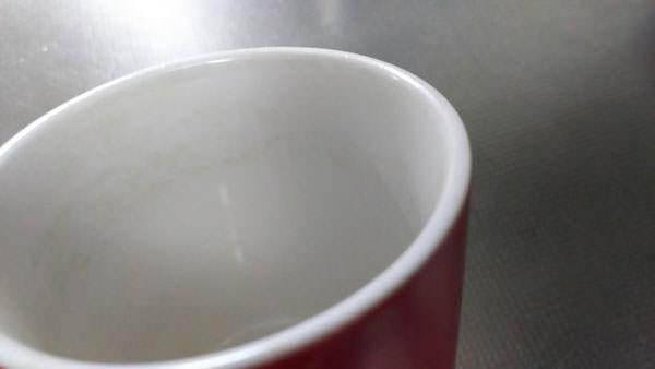 茶渋をセスキ炭酸ソーダで落とす