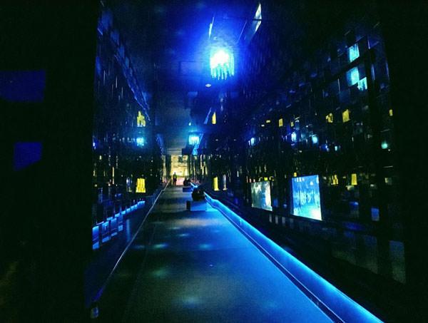 すみだ水族館のクラゲ万華鏡トンネル