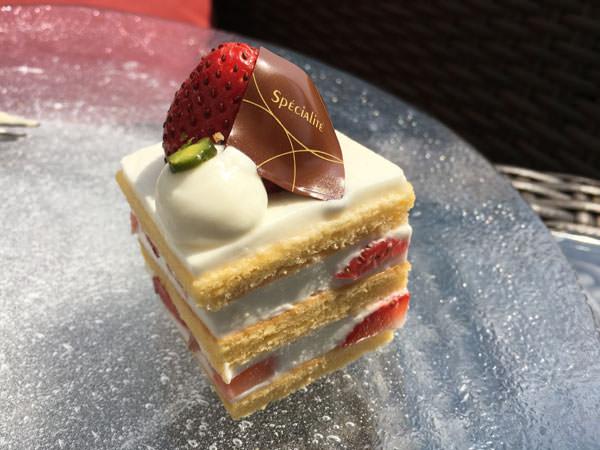 東京プリンスホテル「カフェ&バー タワービューテラス」アフタヌーンティー 苺のショートケーキ