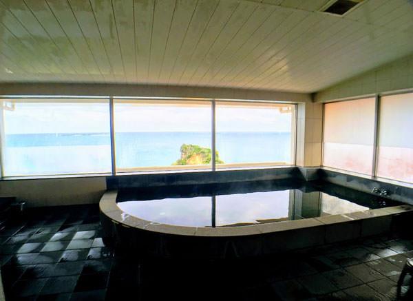 ホテル浜比嘉島リゾート4階の大浴場