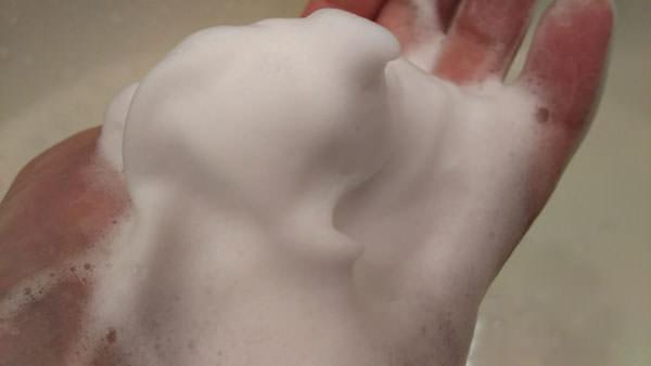 ウォッシングクリームを泡立てた写真