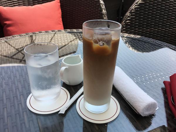 東京プリンスホテル「カフェ&バー タワービューテラス」アフタヌーンティー アイスカフェラテ