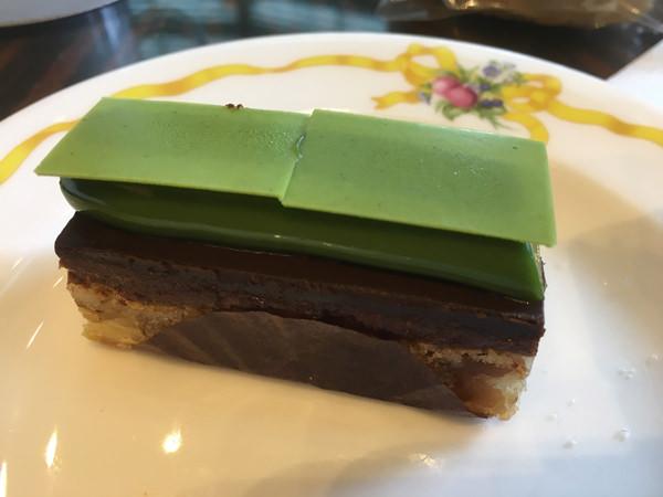 ザ・ラウンジ クラシカルアフタヌーンティー 抹茶のチョコレートケーキ