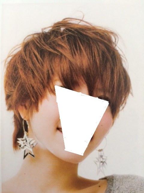 うねりを活かしたパーマ風スタイルのような髪型