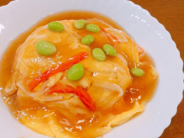 節約レシピ2.【70円】カニカマを使用♪ふわふわ卵ととろ~り甘酢あんが美味しい天津飯