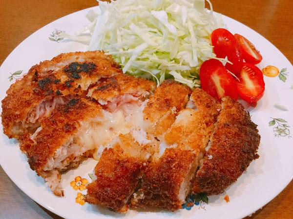 節約レシピ3.【145円】チーズがとろ~り♪豚コマで作るビッグとんかつ!