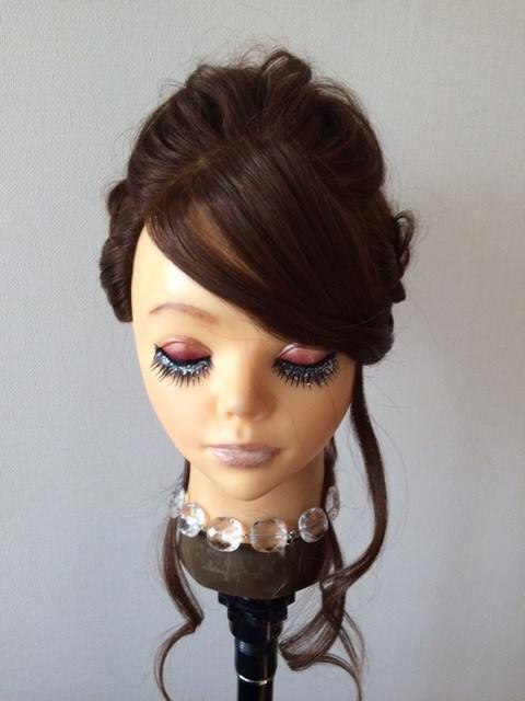 ベース顔ストレートヘアの方の編み込みアップ