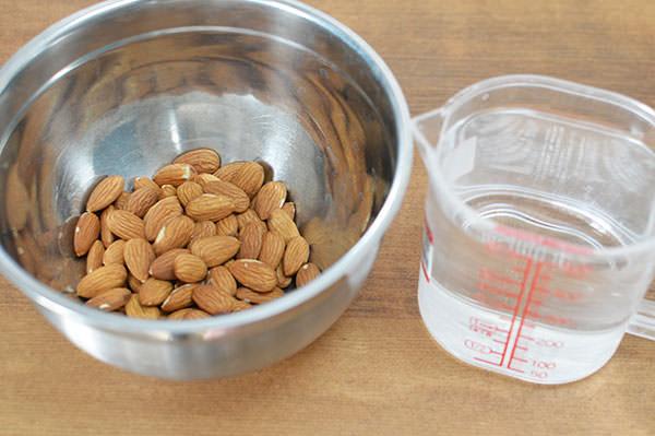 アーモンドミルクを作るのに必要な材料・用意するもの