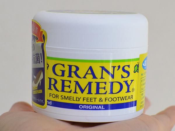 足の臭い対策「白い粉」グランズレメディ
