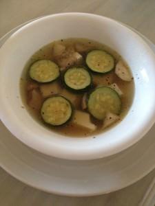 ズッキーニと3種のきのこのスープ