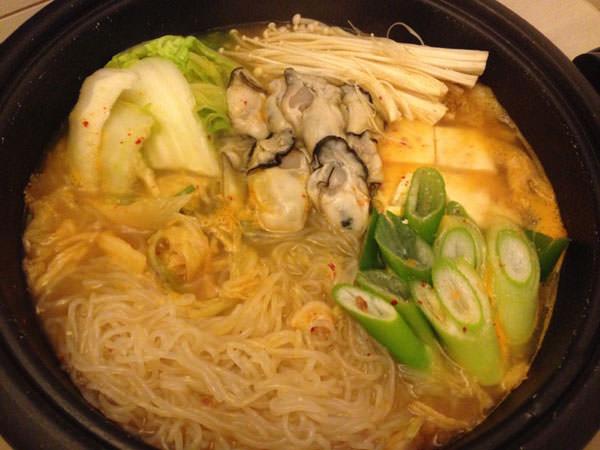 白菜とキムチの牡蠣鍋