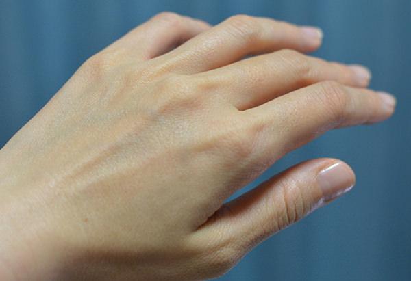 サボン ハンドクリームを塗り終わった手