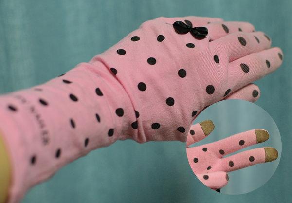 夜はハンドクリームを塗り手袋をして寝る