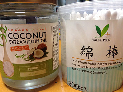 綿棒とココナッツオイル