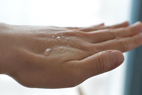 リペアウォーターはスプレーボトル入りの100%お水