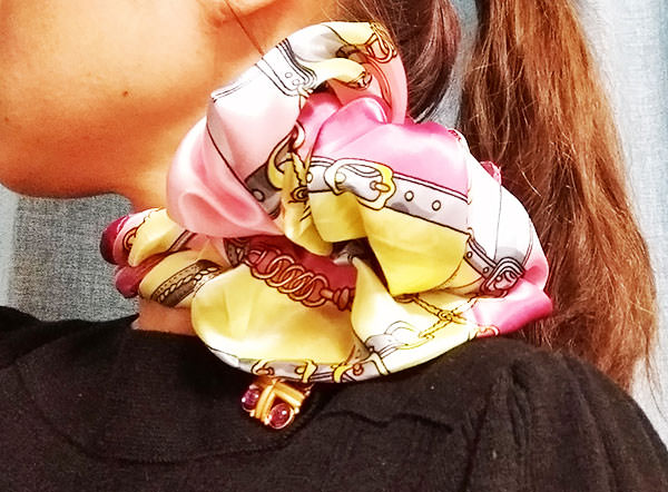 scarf_roseare