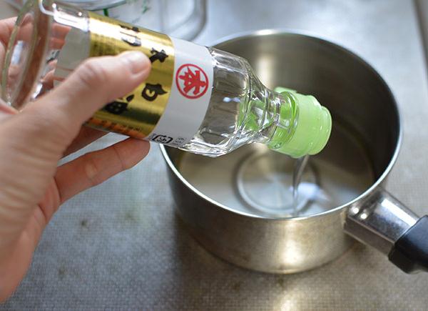 太白ごま油を鍋に入れ弱火で温める