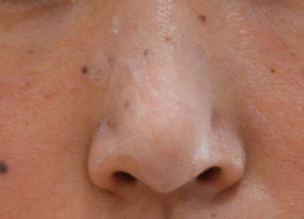 草花木果「化粧下地」をテカりやすい鼻に塗ってみた