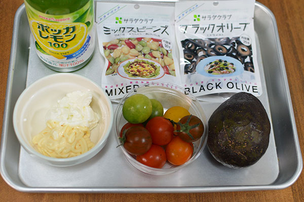 水切りヨーグルトを使ったアボガドサラダの材料